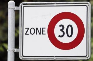 Die ganze Rodtmattstrasse und nicht nur ein Teil soll zur Tempo-30-Zone werden, fordern Anwohner. Auf der Rodtmattstrasse (Abschnitt Parkstrasse bis Wankdorfstrasse) wird es kein Tempo 30 geben. Es bleibt Tempo 50. © Beat Mathys