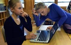 Bildung, Schule, Neue Medien, ICT-Unterricht, Ausbildung: In der Schule Konolfingen findet seit diesem Schuljahr erstmals ICT-Unterricht statt. Schüler der 7.Sek. beim Unterricht. Lehrer ist Samuel Jäggi.   Stefan Anderegg