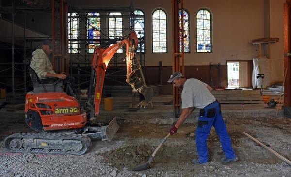 Sasnierungsarbeiten in der KIrche Konolfingen. © Andreas Blatter