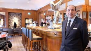 Seit zwanzig Jahren empfängt Franco Federico seine Gäste in der legendären Bellevue-Bar. Und will immer noch jeden Tag besser werden.