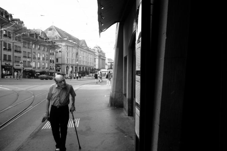 bern, altstadt, streets, people, b&w